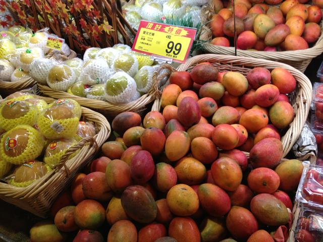 ウェルカムスーパーでマンゴー天国。